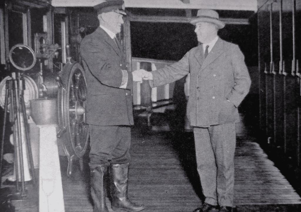 Le Commodore Hayes et Capitaine Metcalfe sur le Majestic