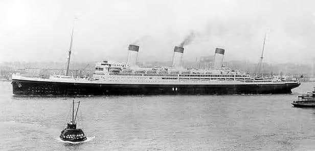 Le RMS Majestic débute sa carrière sous les ordres du Commodore Hayes