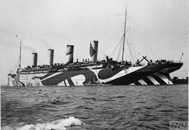 L'olympic transporte des troupes à travers l'atlantique